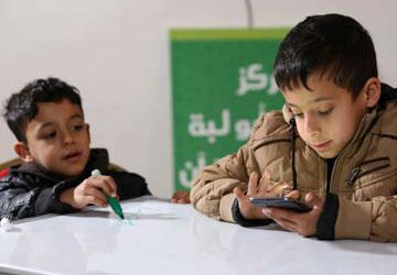 Refugee children are learning to read with smartphone games